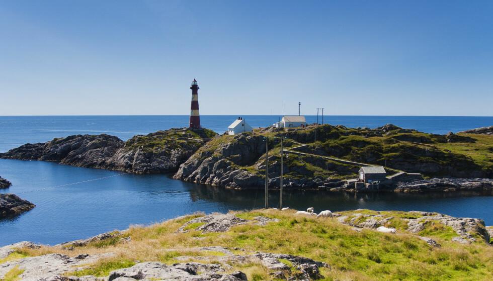 «TYPISK NORSK»: Hellisøy i Fedje byr på fyrlys og vakker natur. Foto: Morten Normann Almeland / Shutterstock / NTB scanpix