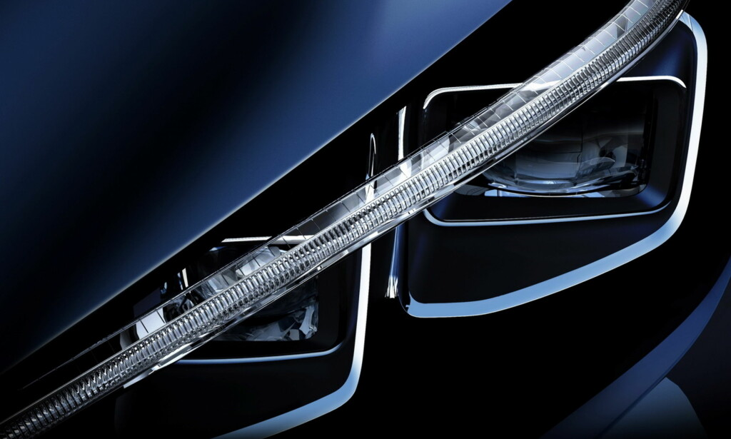 FØRSTE BILDE: Drypp for drypp vises detaljer av den kommende Leaf, som vil få en ganske annerledes lyktedesign enn dagens modell, som dette bildet viser. Foto: Nissan