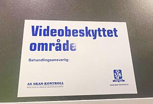 I PRØVEROMMET: Dette er skiltet vi kom over i XXLs prøverom. Foto: Hanna Sikkeland