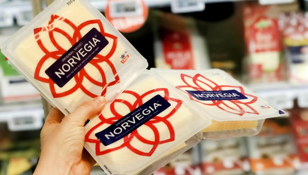 <strong>MENY:</strong> Hos Meny bør du faktisk heller kjøpe en pakke med Norvegia, enn å kjøpe to-pakningen. En pakke har en kilopris på 138,33, mens to-pakningen har en kilopris på 154,55. Foto: Hanna Sikkeland.