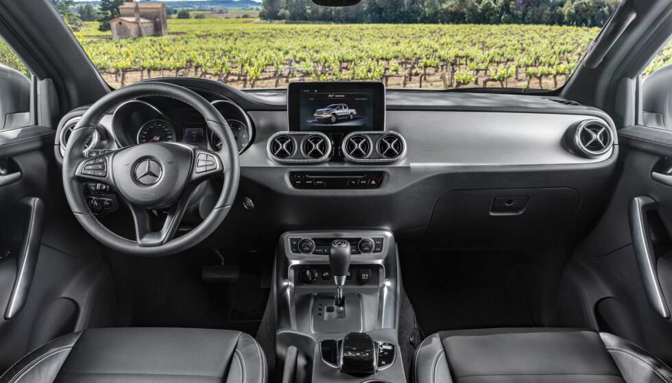PERSONBIL-AKTIG: Dette er nok ikke grunnversjonen, og Mercedes-interiøret er straks gjenkjennelig. Det er førermiljøet som skiller mest fra Nissans og Renaults utgaver. Foto: Daimler