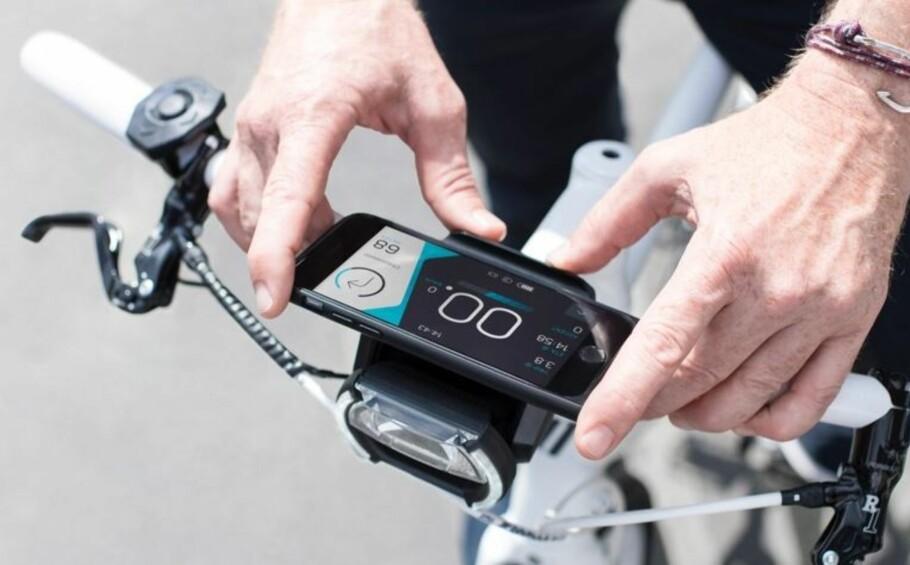 NYTT DISPLAY I EN FART: Cobi leverer braketter som erstatter elsykkelens eget display med smarttelefonen din. Foto: Cobi