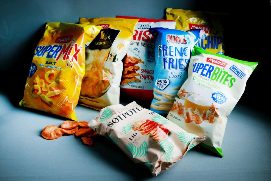 POPULÆRT: Det er nå mange snacks-produkter med prosenter klistret på pakka, som skal fortelle deg hvor mange prosent mindre fett de inneholder. Men ingen av posene forteller deg hvordan dette regnes ut. Foto: Ole Petter Baugerød Stokke