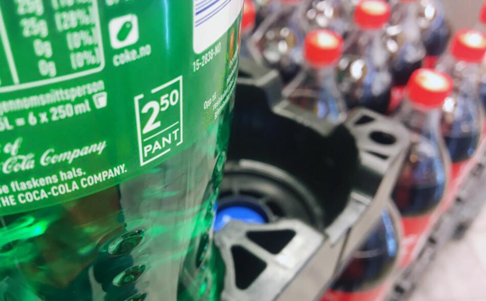 HØYERE PANT: Forslaget fra Miljødirektoratet gikk ut på å justere panten på store flasker opp til 3 kroner, mens de små øker til 2 kroner. Forslaget er nå vedtatt. Foto: Berit B. Njarga