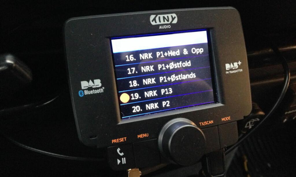 SELVMONTERT: En adapter er ikke fullt så brukervennlig som integrert radio. Men den fungerer, både som FM-sender og via ledning. Foto: Øyvind Paulsen
