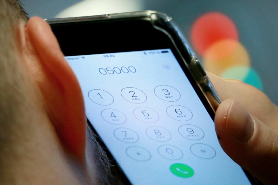 RØDT LYS: Nkom har lenge jobbet for at norske mobiloperatører skulle inkludere ringing til femsifrede telefonnummer i månedsprisen, på samme måte som ringing til vanlige nummer allerede er inkludert. Dette vil ikke Telia og Telenor gå med på. Foto: Ole Petter Baugerød Stokke