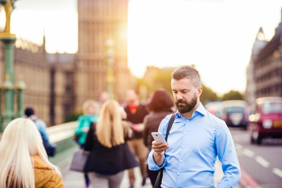 SVINDEL I ENGLAND: Svindlere har sendt ut en e-post til briter. Den later som å komme fra det britiske skattevesenet, men har en Dinside-adresse som avsender, og vi fikk dermed inn massevis av svar. Disse gir et unikt innblikk i hvordan folk reagerer. Foto: Shutterstock / NTB Scanpix