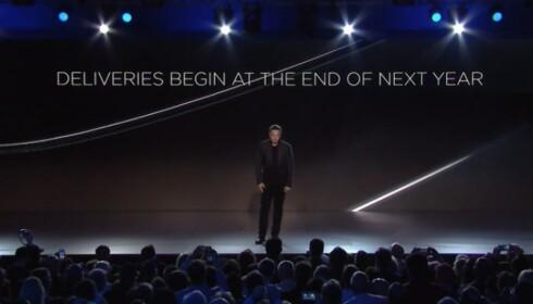 KLAR TALE: Elon Musk forteller at bilene kommer på markedet mot slutten av 2018. Foto: Tesla