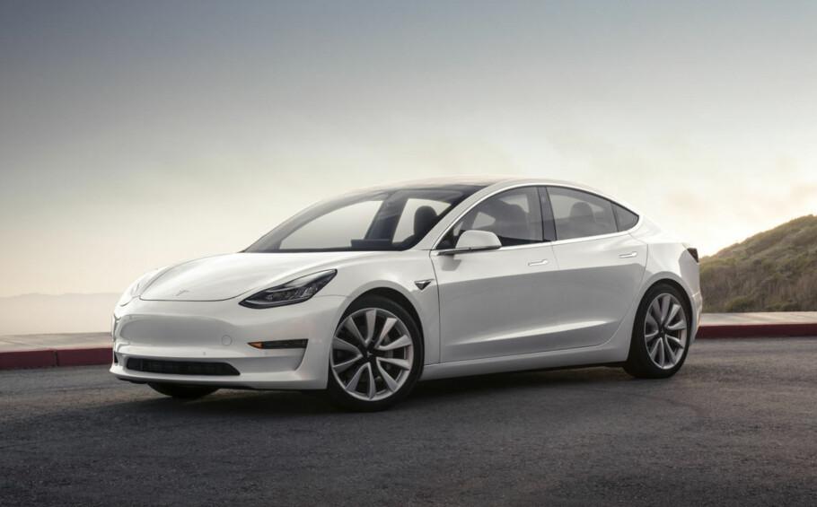 FORSINKET: Med 260 biler levert i stedet for 1500 som planlagt, lå Tesla langt under produksjonsplanen i tredje kvartal 2017. Men den gode nyheten er at Tesla satte leveringsrekord med 26.150 biler totalt. Foto: Tesla