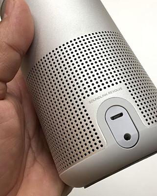 TILKOBLINGER: Revolve har to tilkoblinger, en microUSB-port for lading av batteriet og tilførsel av nettstrøm, samt en 3,5mm minijack for lyd via kabel. Foto: Bjørn Eirik Loftås