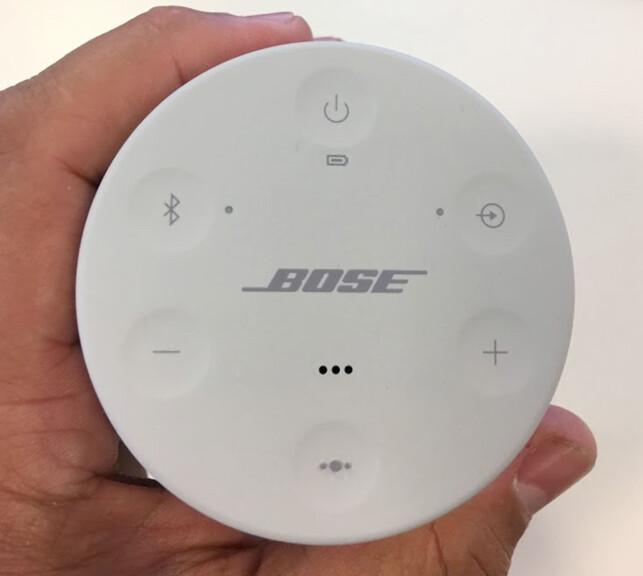 BETJENINGSORGANER: På toppen av høyttaleren sitter av/på-knapp, knapp for tilkobling av Bluetooth-enheter, knapp for å velge mellom Bluetooth og lyd via kabel, volumjustering, samt en knapp som setter musikken på pause og aktiverer Siri på iPhone dersom den holdes inne i et par sekunder. Foto: Bjørn Eirik Loftås