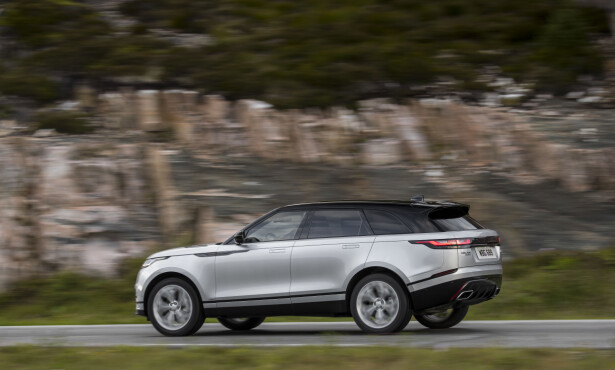 <strong>SPORTY:</strong> I normalstilling har Velar 21,3 cm bakkeklaring. Den senkes noe når farten blir høy. Foto: Land Rover