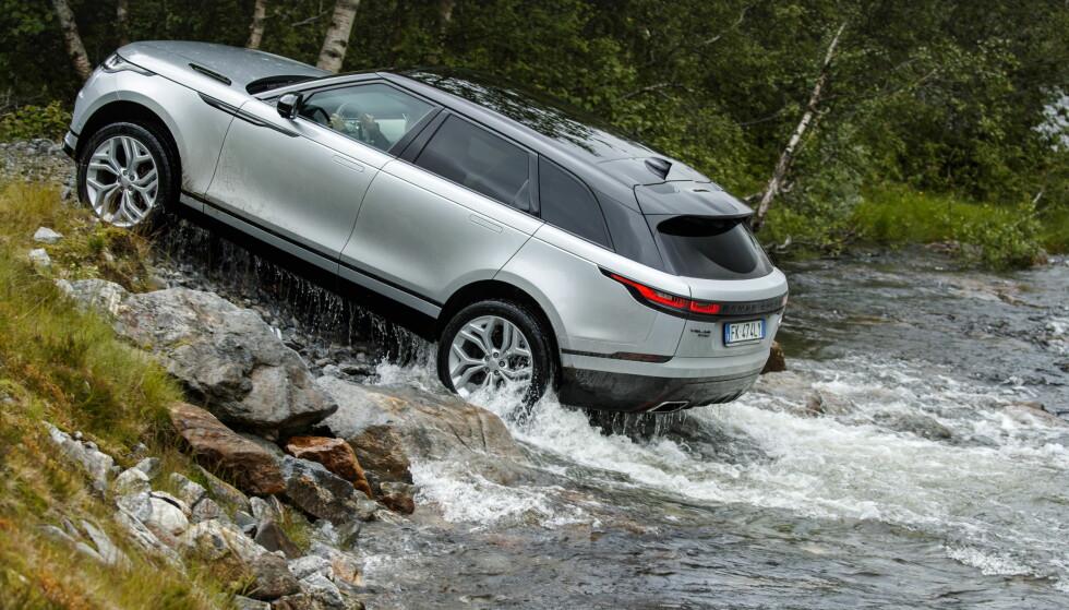 AUTO: Det finnes en rekke kjøreprogrammer. De styrer for det meste markfrigang, motorkraft og bruk av sperrer. Over elva fikk vi beskjed om å bruke Auto fordi partiet besto av mange ulike underlag. Foto: Land Rover