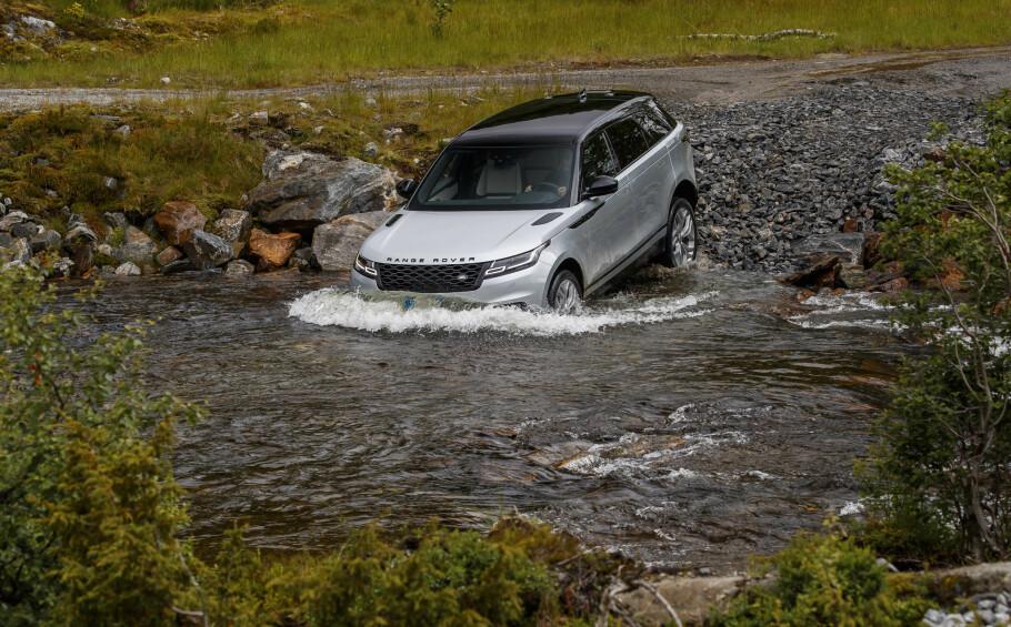 <strong>GLEMMER IKKE OPPHAVET:</strong> Nye Velar sikrer skal klare terrengkjøring like bra som alle de andre modellene. Verdenslanseringen som for en gangs skyld ble gjennomført i Norge, bød på utfordringer. Foto: Land Rover