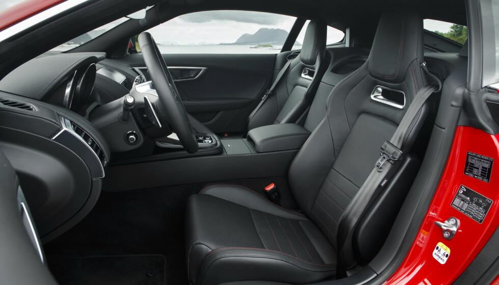 KOS: De nye syltynne, men allikevel komfortable stolene er nye nå. Det er god plass i kupeen. Foto: Jaguar