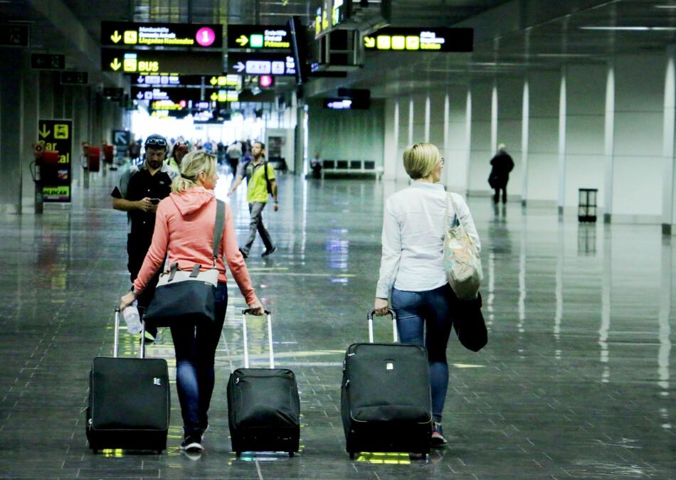 FLYPROBLEMER: Å bli sittende fast på flyplassen kan være både kjedelig og dyrt. Heldigvis har du rett på erstatninger, og nekter flyselskapet å følge reglene, kan du klage videre til Transportklagenemnda. Foto: Ole Petter Baugerød Stokke