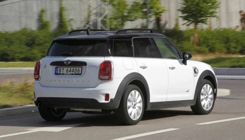 ENTEN ELLER, BÅDE OG: Kjører du på Max eDrive, skyves bilen med bakhjulene. Kjører du på Save Battery, trekker den bare foran. I Auto eDrive, vet man aldri om man har forhjulsdrift eller bakhjulsdrift. Foto: Espen Stensrud.
