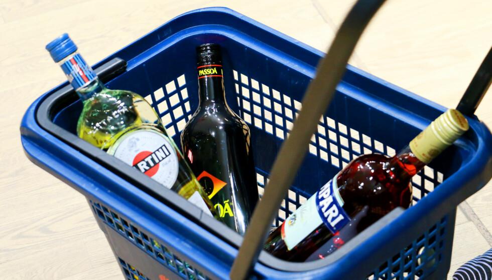 KVOTE PÅ ALKOHOL: Har du full oversikt over hvor mye du kan ha med, eller hvor det lønner seg å handle? Foto: Hanna Sikkeland.