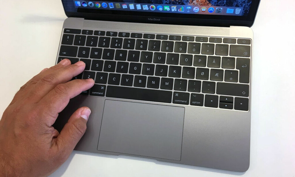 UTNYTTER BREDDEN: Tastaturet dekker hele bredden og er helnorsk. Det liker vi godt. Foto: Bjørn Eirik Loftås