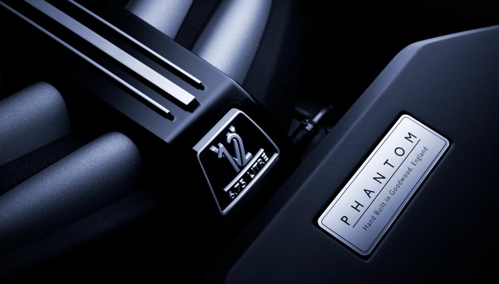 BARE V12: Rolls Royce har kun V12-motorer i sitt modellprogram i dag. Motorvolumet er på klassiske 6,75 liter. Foto: Rolls Royce.