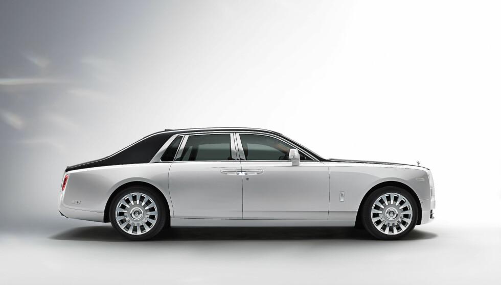 MASSIVT: Den er gjenkjennelig som Rolls-Royce, men Phantom 2018 er en helt ny bil med den nyeste teknologien. Foto: Rolls-Royce