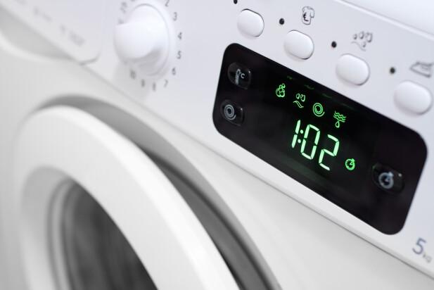 ENERGIVENNLIGE PROGRAMMER BRUKER MER TID: De vasker på lavere temperaturer og bruker lengre tid - men på tross av tidsbruken så bruker den fremdeles mye mindre energi, enn ved kortere vask - hovedsakelig på grunn av at det brukes høyere temperaturer ved kortere vask. Foto: Shutterstock/NTB Scanpix