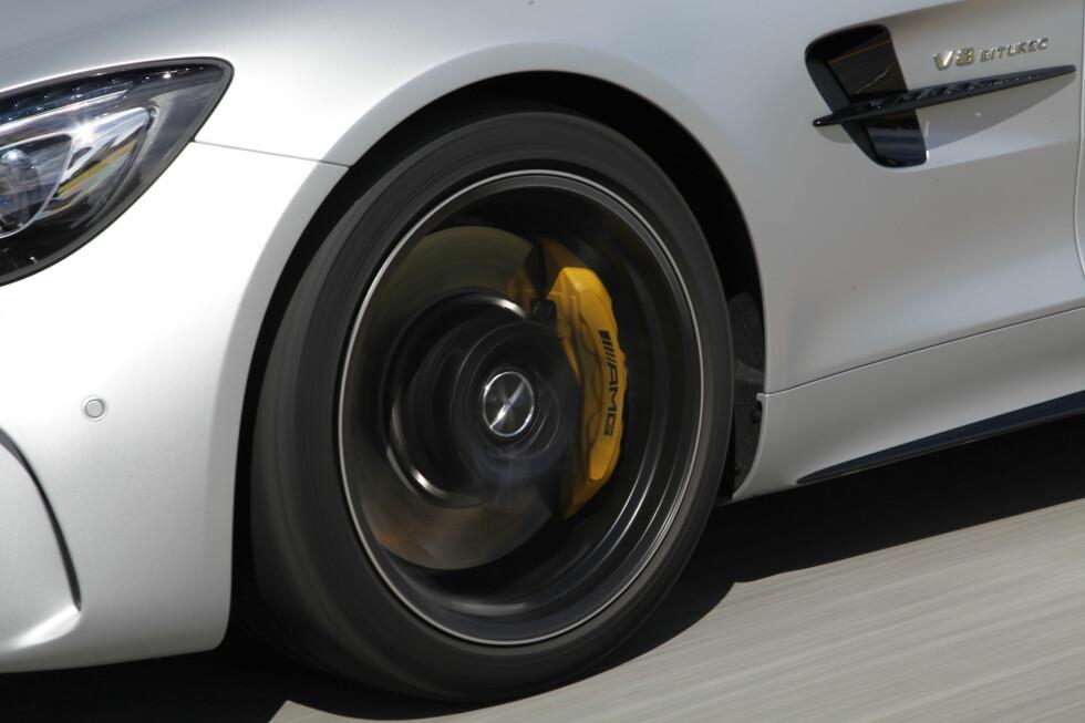 SIGNATUR: Gule bremsekalippere er spesielt for GT R. Foto: Rune M. Nesheim