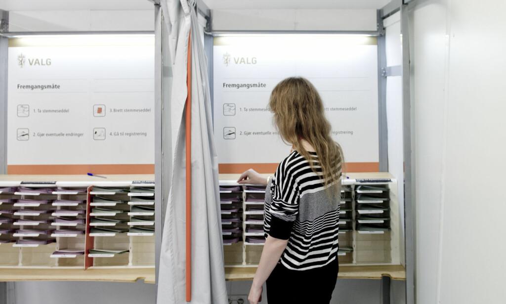 STEMME HJEMME? Det var mulig ved forrige valg, som en prøveordning, da stemmegivning over internett ble testet ut. Ordningen blir derimot ikke videreført, så i år må du ta til takke med tradisjonelle valglokaler. Foto: NTB Scanpix
