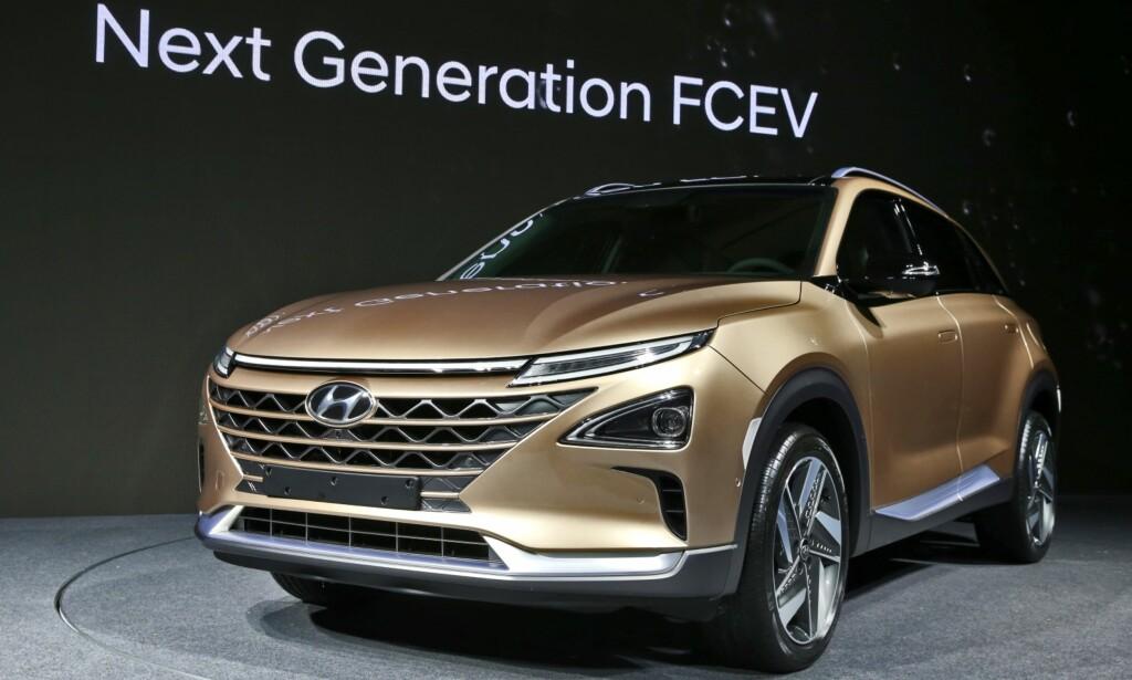 GENERASJON II: Hyundai viste sin neste generasjon brenselcellebil (elbil med energiforsyning fra medbragt hydrogen) under en tidlig presentasjon i Seoul nylig. Bilen, som er en etterfølger etter ix35 Fuel Cell, ventes på markedet til neste år og vil ha som konkurrenter Toyota Mirai, Honda Clarity og etterhvert en hydrogendrevet Mercedes GLC. Foto: Hyundai