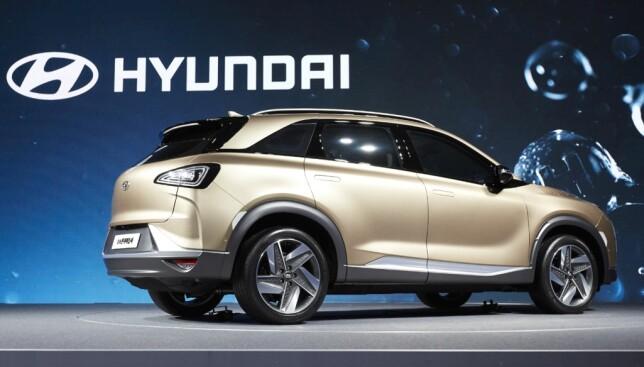 KLASSISK SUV: Sett fra denne vinkelen er den nye hydrogen-SUV-en mindre original, men dog med noe inspirasjon fra FE-konseptet fra i vår. Foto: Hyundai