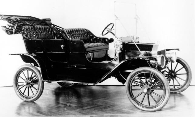 T-FORD: Et udatert bilde av Henry Ford's Model T, ved ukjent lokasjon. Foto: AP Photo