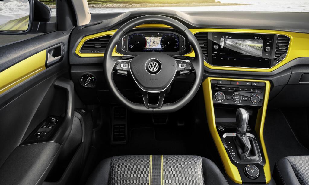 FUNKSJONELT MODERNE: Som vi kjenner Volkswagen: Oversiktlig, ryddig og ergonomisk interiør. Digital instrumentering og 8-tommers skjerm er tilvalg. Foto: VW