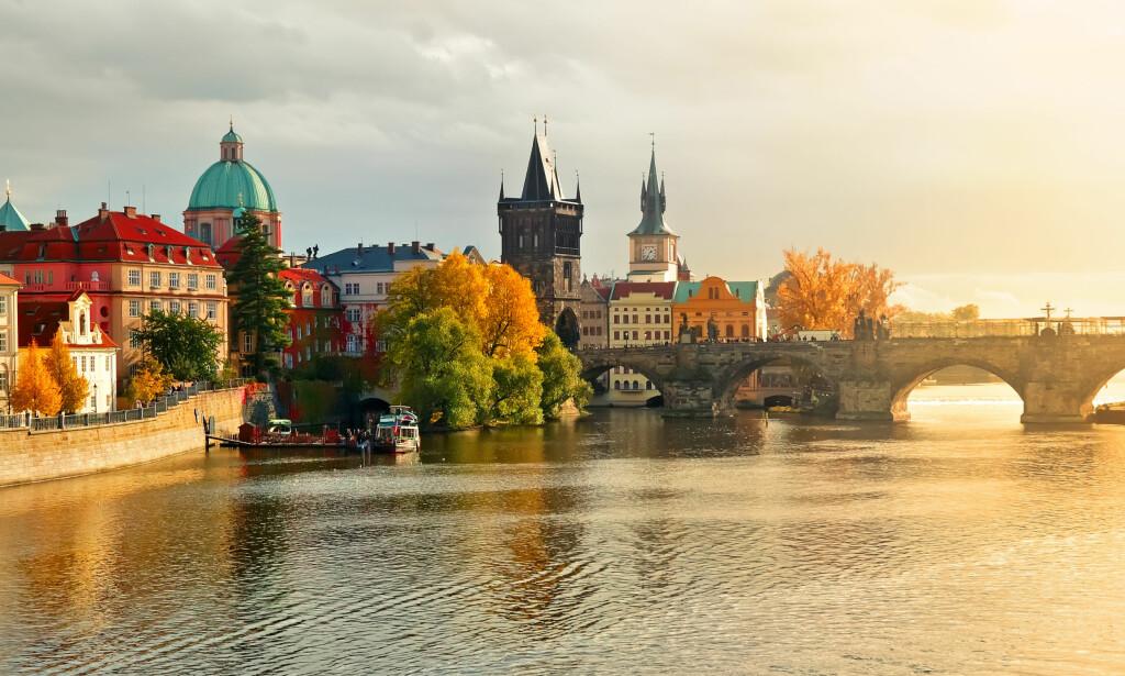 PRAHA ER BILLIG: Praha (på bildet) og Warszawa er gode valg for storbyferien for deg som vil få med deg museer og andre kulturopplevelser, ifølge en fersk prisundersøkelse. Foto: Shutterstock/NTB Scanpix