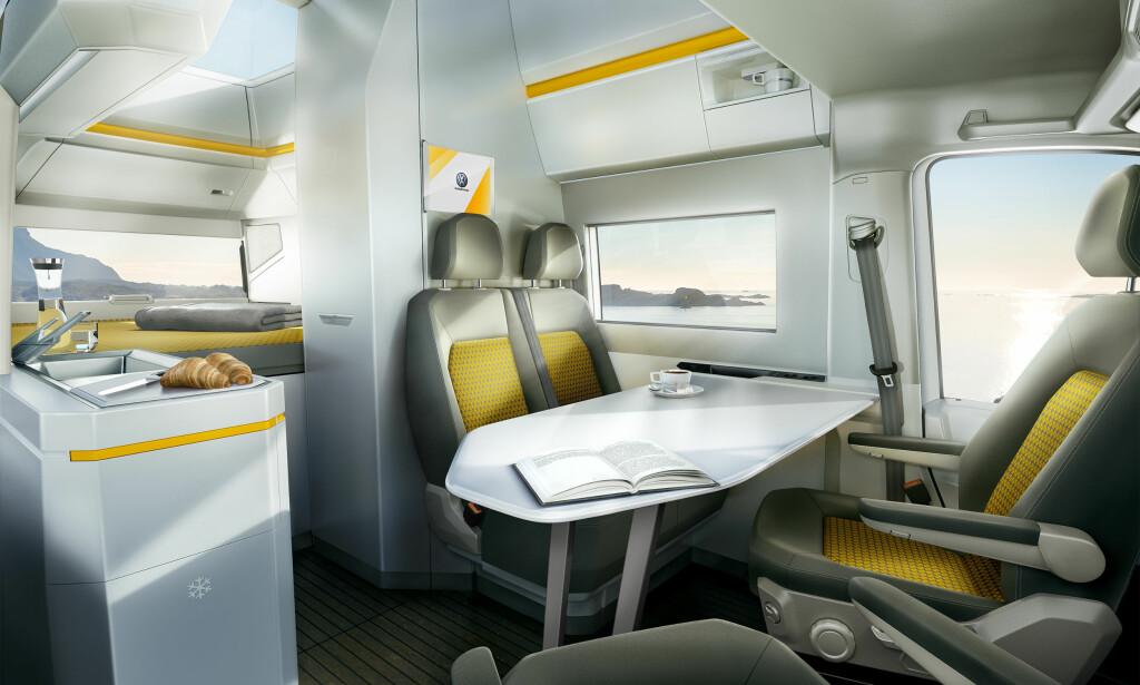 LYST OG LUFTIG: Takket være integrert kabin deltar forsetene, som kan dreies 360 grader, i oppholdsrom-konfigurasjonen når ønskelig. Foto: VW