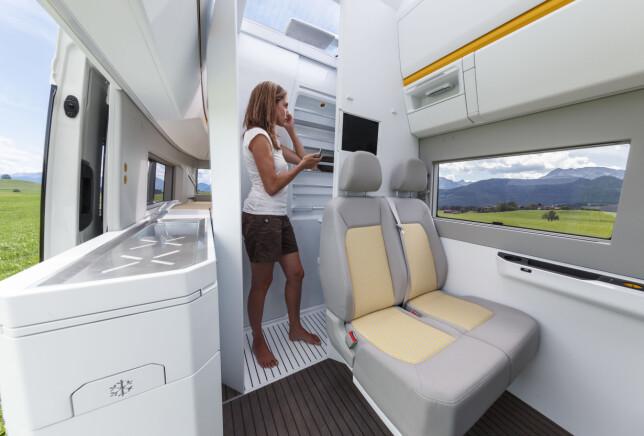 SMART: Uttrekkbar dusj- og toalettenhet. Takhøyden er god: 220 centimeter holder for de aller fleste. Foto: VW