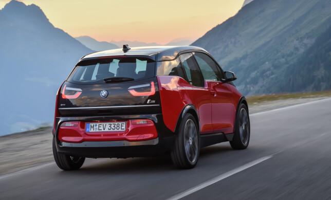 REDUSERT: Både høyden og rekkevidden reduseres på i3s. Men den går fortere og skal ha mer sportslige kjøreegenskaper. Foto: BMW
