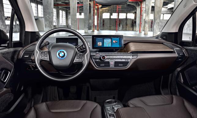 OPPDATERT: Også i interiøret er det fornyelse å spore i i3. Det går på både fargevalg og oppgradert teknologi. Foto: BMW