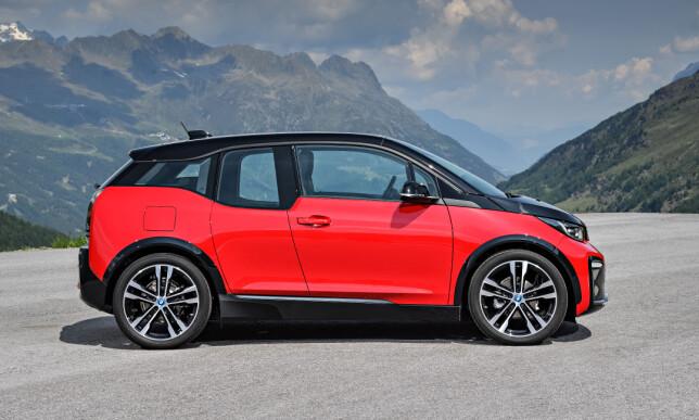 FORTSATT SÆR: BMW i3 ligner definitivt ikke på andre biler, ikke etter oppdateringen heller. (På bildet, den noe lavere i3s. Foto: BMW