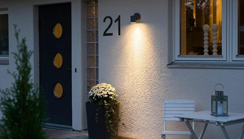 <strong>VIKTIG:</strong> Lys godt opp der man ferdes, og husk at belysningen skal gi et velkomment inntrykk. Foto: Designbelysning.no.