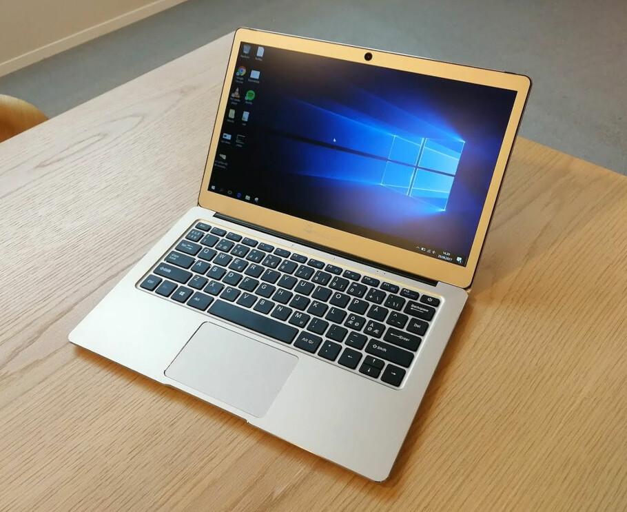 LATTERLIG BILLIG: For 2.390 kroner får du en PC som ser ut som den koster minst tre ganger så mye. På innsiden er den av den enklere sorten. Foto: Bjørn Eirik Loftås