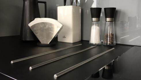 NANO: Laminat med nanooverflate er lettere å renholde, og for eksempel bli kvitt fingermerker på mørke overflater. Koster litt mer enn vanlig laminat. Foto: Linn M. Rognø.