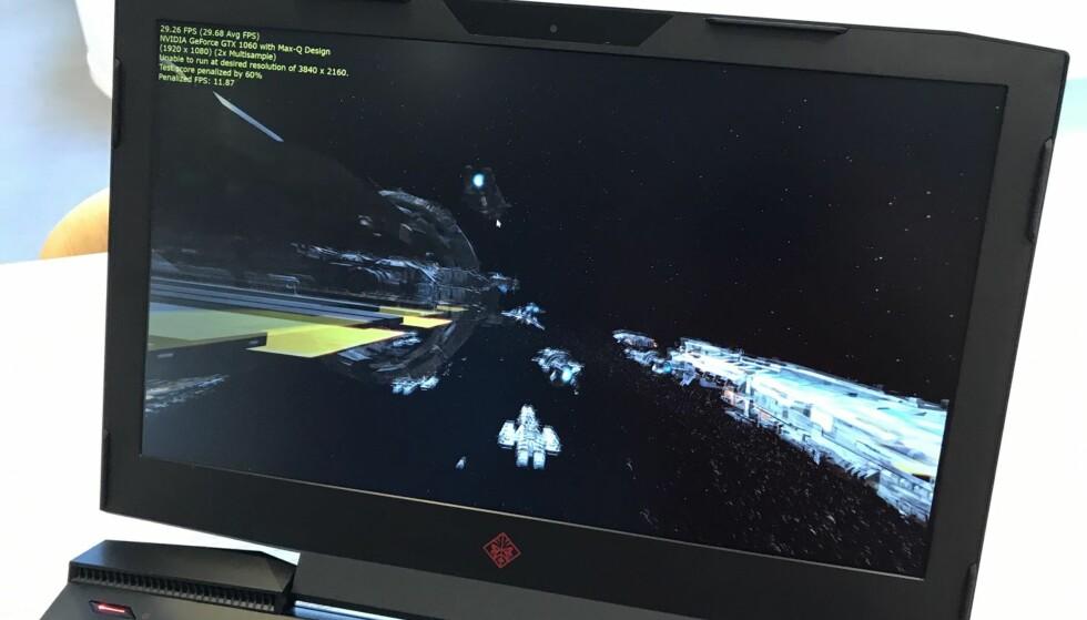LYNRASKE OPPDATERINGER: Med raskt grafikkort og 120 Hz oppfriskning av skjermbildet, ligger alt til rette for en god spillopplevelse. Foto: Bjørn Eirik Loftås