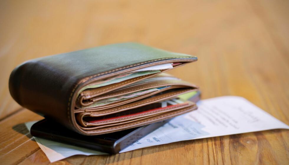 AVGJØR LOMMEBOKA VALGET AV PARTI: Kanskje, for det er forskjell på inntekt og lønnsnivå blant velgerne. Foto: NTB Scanpix