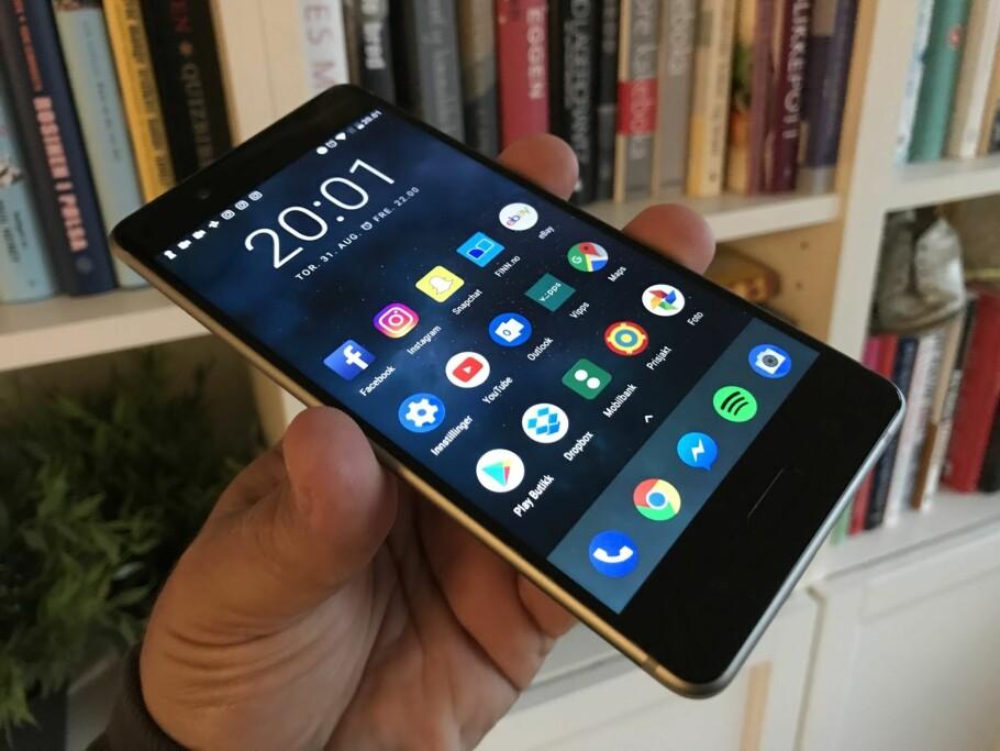 FLAGGSKIPET: Møtet med Nokia 8 ble stort sett positivt, med et par unntak som for enkelte vil være viktigere enn for andre. Foto: Bjørn Eirik Loftås