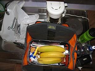 MAT PÅ VEIEN: Bananer er favoritten. Og sjokolade da. Rask energi. Foto: Bjørn Eirik Loftås