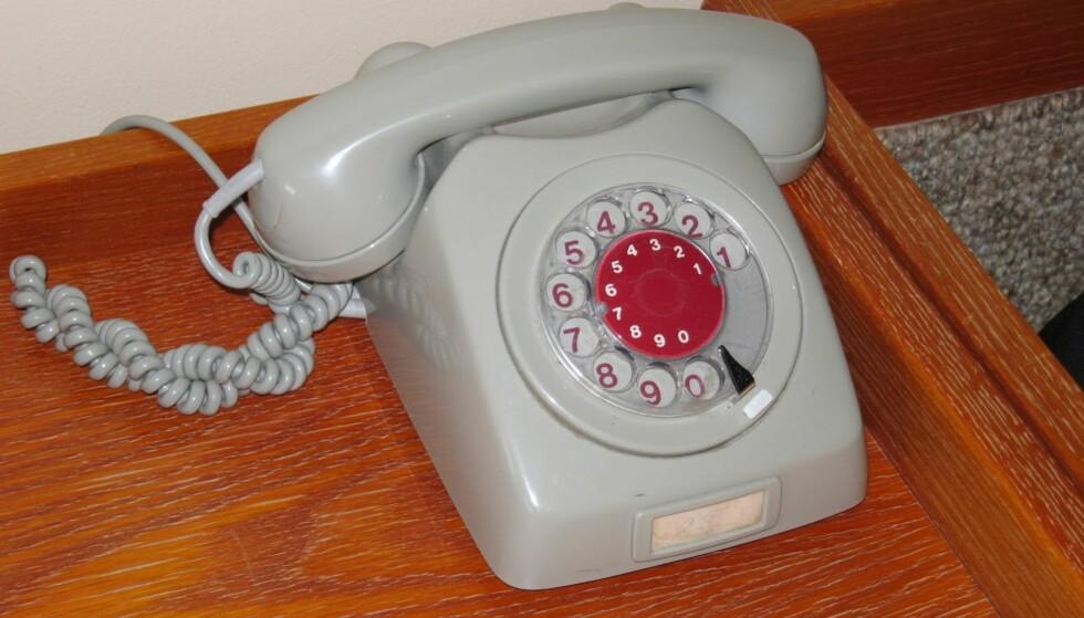 AVANSERT TEKNIKK: Kvikne Hotell har innlagt telefonapparat på rommene, samt fjernsynsapparat med trådløs fjernkontroll og tekst-tv.