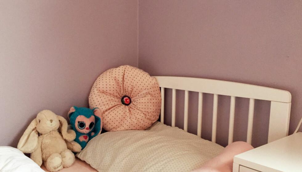 <strong>PÅVIRKER SØVNEN:</strong> Urolige og sterke farger kan påvirke barnets søvnkvalitet. Derfor er det smart å velge duse farger til rommet. Foto: Linn M. Rognø.