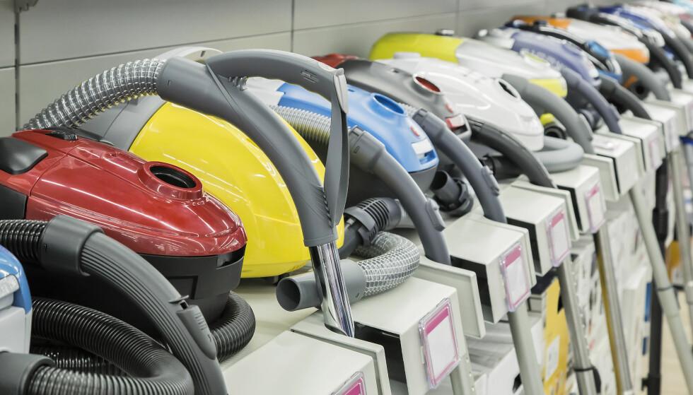 DET GJELDER NYE STØVSUGERE: Butikkene skal fremdeles få lov til å selge ut de støvsugerne de har på lager. De nye kravene gjelder støvsugere som produseres fra 1. september. Foto: Shutterstock/NTB Scanpix