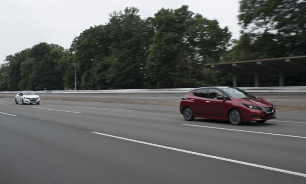 STABIL: Nye Leaf viste gode veiegenskaper og fin stabilitet på høyhastighetsbanen. Med sin motor på 150 hestekrefter, opp fra dagens 109, og dreiemoment på 320 newtonmeter, er den merkbart kvikkere og akselererer fra 0 til 100 på cirka åtte sekunder. Foto: Nissan