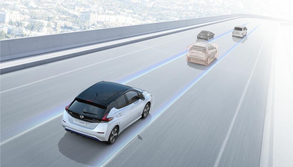 MER AUTONOMI: Nye Leaf får en del funksjoner som gjør den mer selvkjørende, men uten å gå hele veien til en fullstendig autopilot-løsning. Funksjonene går under navnet ProPilot og velges i dag av et flertall av kundene som kjøper en modell der de tilbys. De inkluderer selvparkerings-funksjon. Illustrasjon: Nissan